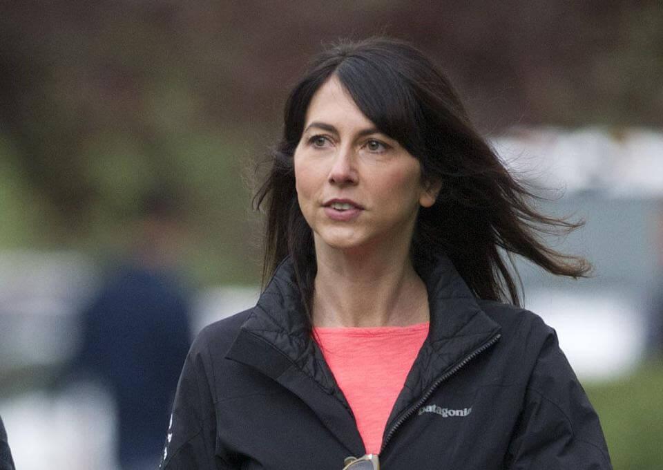 Mackenzie Scott มอบเงินอีก 2 พันล้านปอนด์ มหาเศรษฐี MacKenzie Scott อดีตภรรยาของ Jeff Bezos ผู้ก่อตั้ง Amazon ได้บริจาคเงินอีก 2.7 พันล้าน