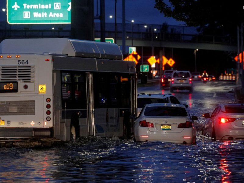 อุทกภัย และพายุไอด้า คร่าชีวิตผู้คนนับสิบ